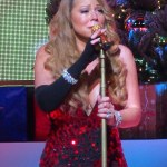 24158A0D00000578-2875673-Holding_back_the_tears_Mariah_Carey_became_emotional_while_perfo-m-18_1418745936672